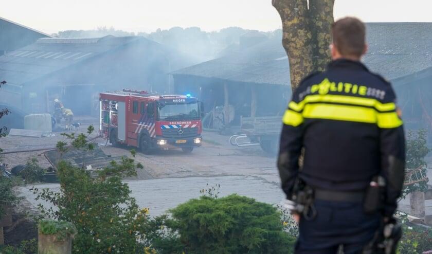 Flinke rookontwikkeling bij brand in schuur Oijen. (Foto: Gabor Heeres, Foto Mallo)