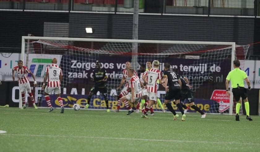 TOP Oss - ADO Den Haag. (Foto: Hans van der Poel)