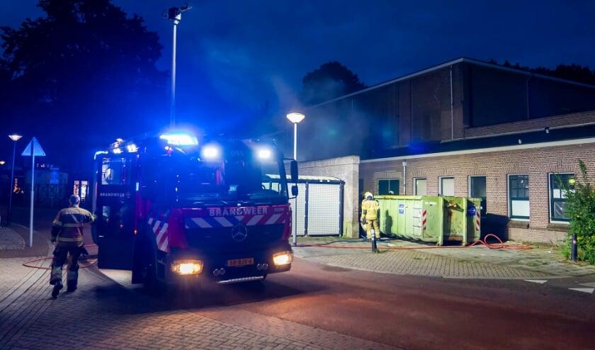 <p>Brand in container achter Groene Engel geblust. (Foto: Gabor Heeres, Foto Mallo)</p>