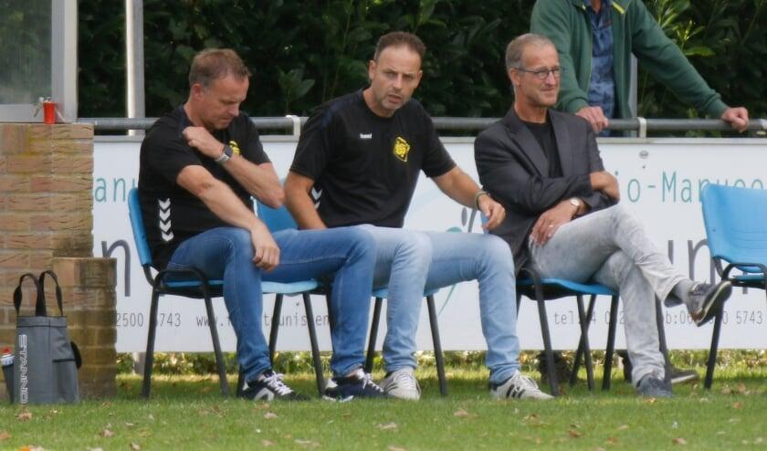 <p>SSS&#39;18-trainer Michel Kuijpers (midden) hoopt dit seizoen te kunnen verrassen met zijn ploeg in de eerste klasse. &#39;We laten ons niet op voorhand afschrijven.&#39;&nbsp;</p>