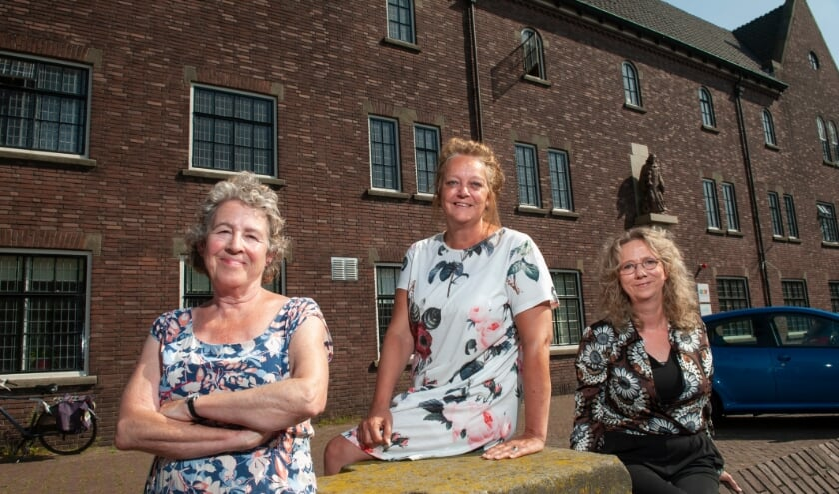 <p>De eerst zelfhulpgroep long COVID gaat van start in den Bosch. Op de foto van links naar rechts Monique Rijkers, Liesbeth Graafmans en Hilde Vriens.</p>