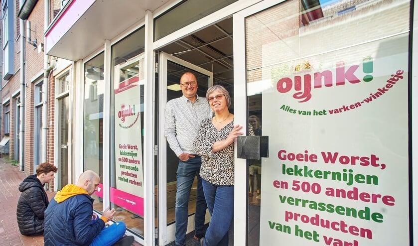 <p>Varkenshouders Marcel- en Miriam Berkvens openden op 1 oktober 2020 hun winkel in de Kalverstraat.</p>