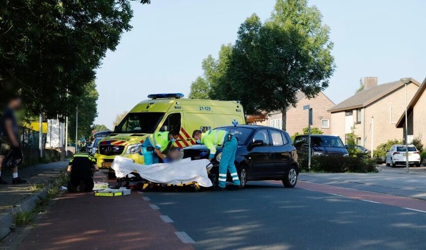 Een fietser is aangereden op de kruising Stint Janstraat - Eikenwal in Ottersum.