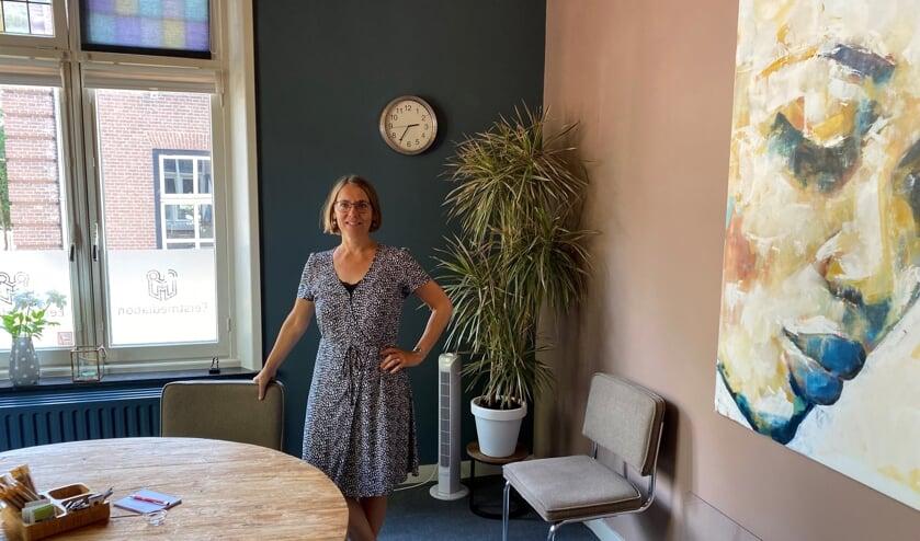 <p>Rianne Hillenaar van Eerstmediation.nl in haar &#39;huiselijke&#39; kantoor in het oude gemeentehuis van Beers.</p>