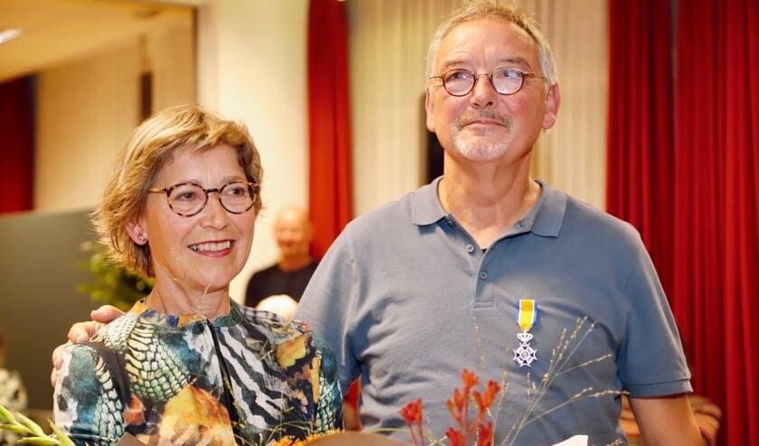 <p>Uit handen van burgemeester Antoine Walraven ontving Geert een&nbsp;Koninklijke Onderscheiding</p>