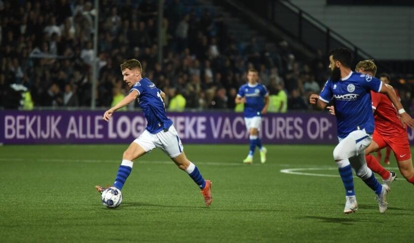 <p>Roy Kuipers (links) tekende voor beide doelpunten in de thuiswedstrijd tegen Jong AZ die uiteindelijk met 2-1 gewonnen werd. Een welkome opsteker voor FC Den Bosch na vier nederlagen op rij. (Foto: Henk van Esch)</p>