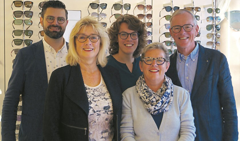 Het team van Van Dam Brillen, met v.l.n.r. René Bakker, Lucie Smeenk, Anouk van Miltenburg-Blom, Tineke en Hans van Dam