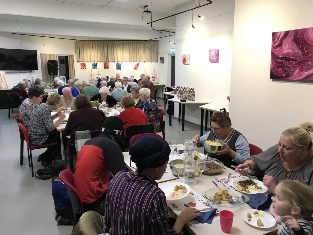 Het Kom Erbij Diner op woensdag 27 november was geslaagd in het Huis van Alles in Reeuwijk-Brug.  © Graficelly B.V.