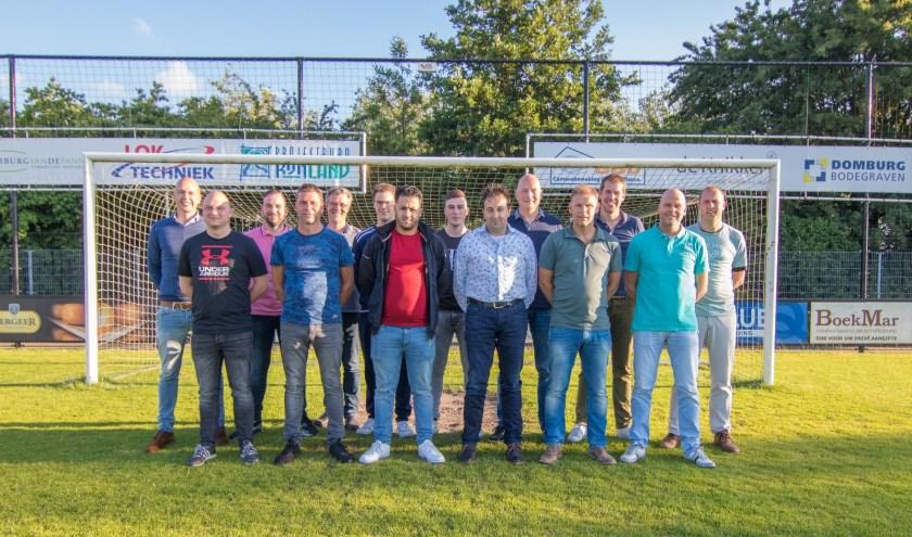 De jeugdtrainers voor het seizoen 2019-2020, leden van de technische commissie en voorzitter Arjan Griffioen. Foto: Danny de Vries