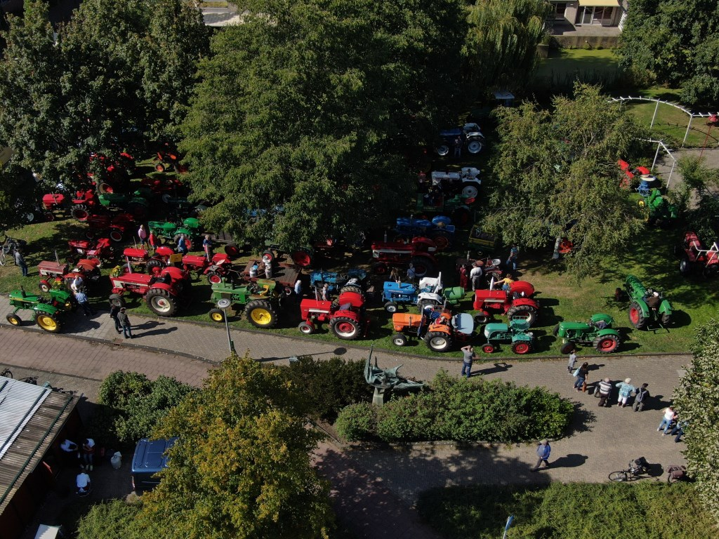 Willems OldTimer Tractorenrit. 2-jaarlijkse activiteit OldTimers verzamelen in en rond Rosarium  © Graficelly B.V.