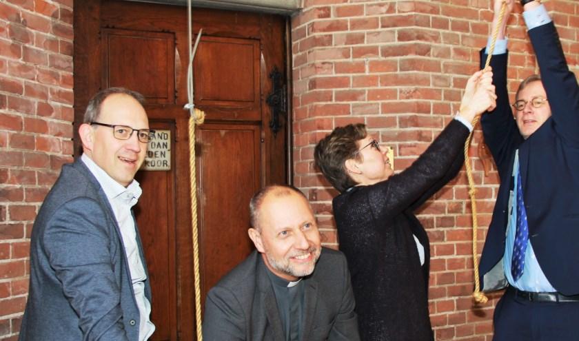 de vertegenwoordigers van de kerken in Reeuwijk en Sluipwijk