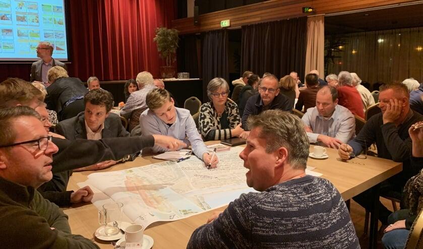 Na het plenaire gedeelte konden de aanwezigen in kleinere groepen om tafel om hun visie op de ideeën te uiten.