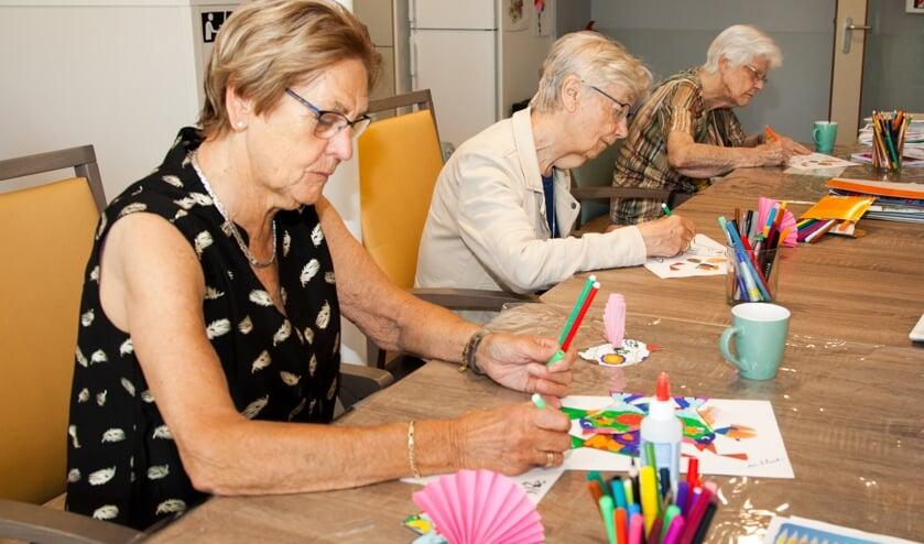 Knutselen en tekenen zijn een belangrijk onderdeel voor de deelnemers aan de dagbesteding.