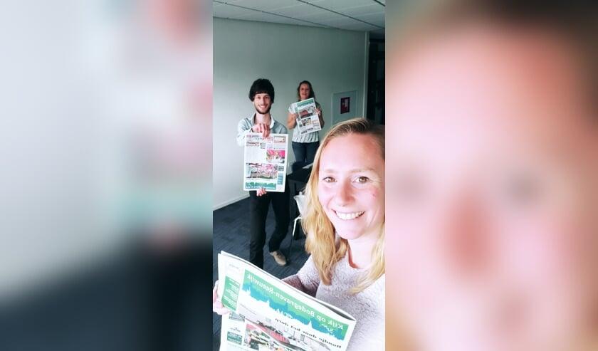 Van voor naar achter: redactiecoördinator Sabrina den Haag, redacteur Key Tengeler en advertentiecoördinator Gisela Middelkoop.