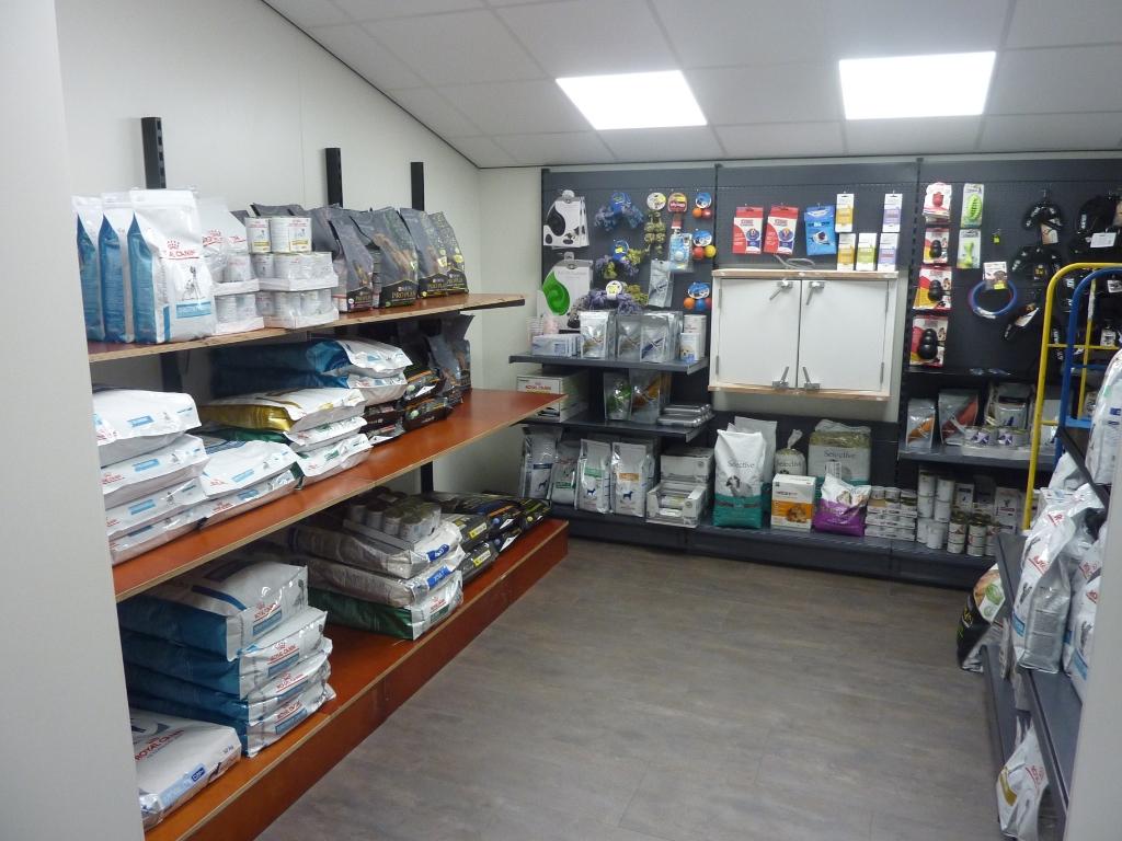 Het winkeltje met producten voor gezelschapsdieren op nieuwe locatie De Vliethove. Foto: Stefanie Peters © Graficelly B.V.