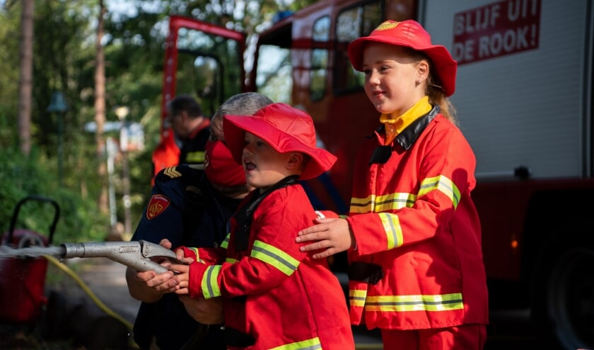 <p>&Eacute;den en F&eacute;line werden opgeleid tot brandweerlieden.</p>