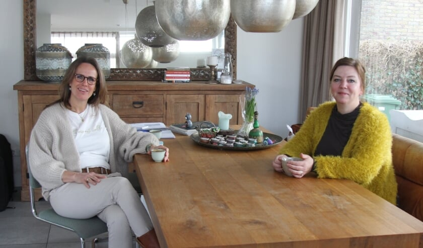 <p>Haptotherapeuten Peggy en Suzanne: &quot;Lichaam en geest zijn &eacute;&eacute;n.&quot;</p>
