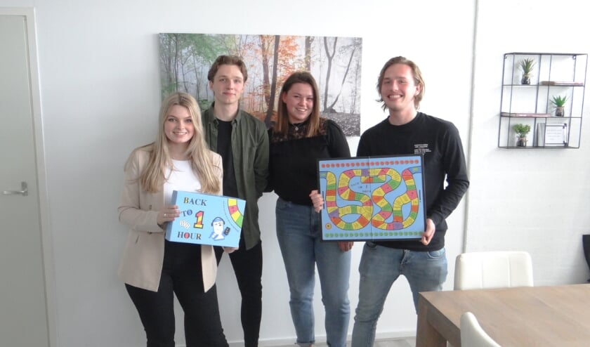 <p>Freek Hehewerth (rechts) met zijn drie medestudenten.</p>