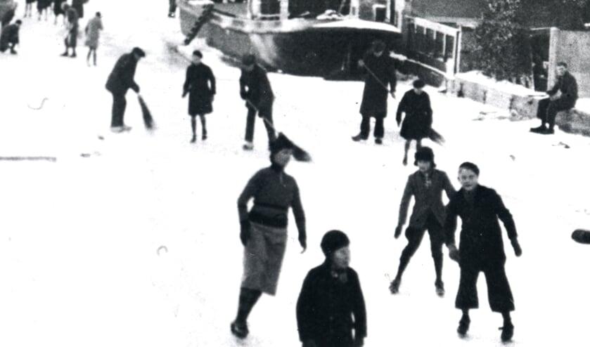 <p>Baanvegers zorgden voor een fijne baan om te schaatsen.</p>