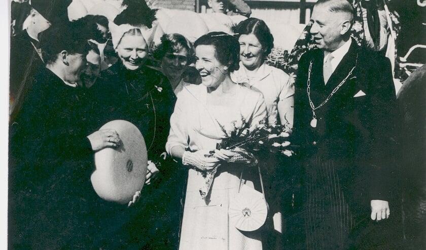 <p>De eerste Kaaskoningin tijdens de Najaarsmarkt van 1952.</p>