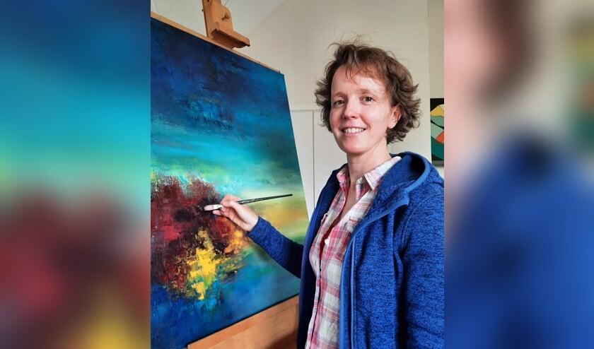Marleen aan het werk in haar Reeuwijkse atelier. Beeld: Bronno van der Schans
