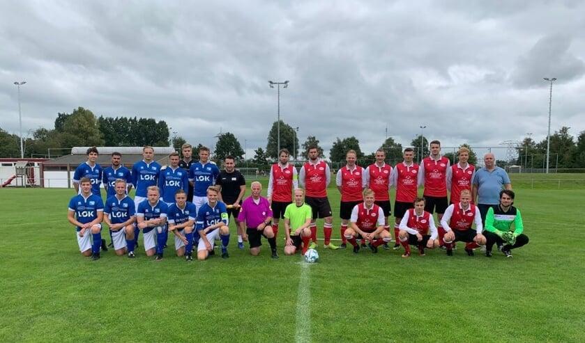 <p>Het eerste elftal van Rohda&rsquo;76 gebroederlijk op de foto met de spelers van het Groningse Amicitia.</p>