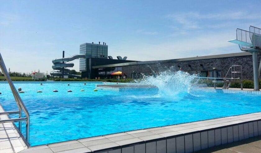 Zwembad De Windas.Windas Laat Slechte Zwemmers Test Doen