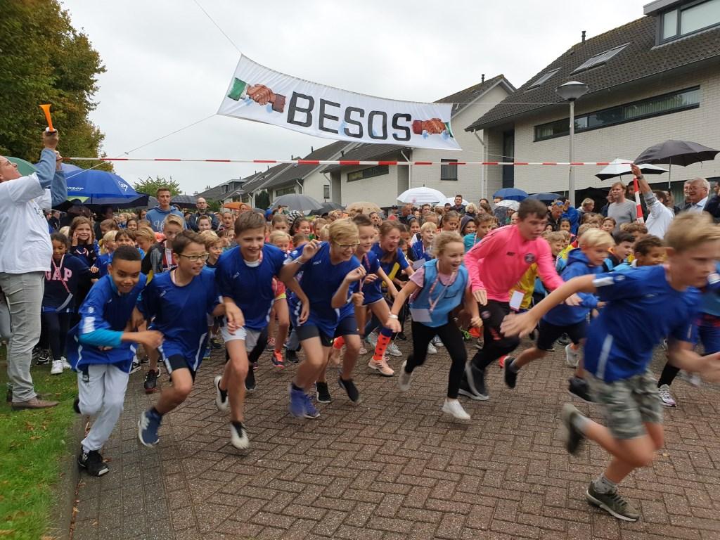 De start van de BESOS-loop 2019.  © hartvanlansingerland