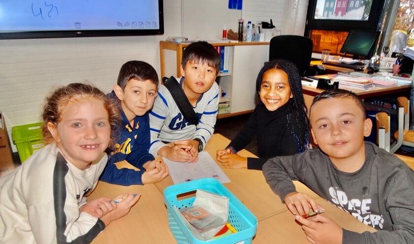 Op de Anne Frankschool leren de kinderen elkaar Japanse en Nederlandse woorden. (Foto: AvdH)