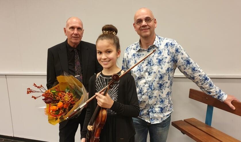 De elfjarige violiste Adinda van Delft gaf een spectaculair optreden. De dirigenten zagen dat het goed was. (Foto: AN)