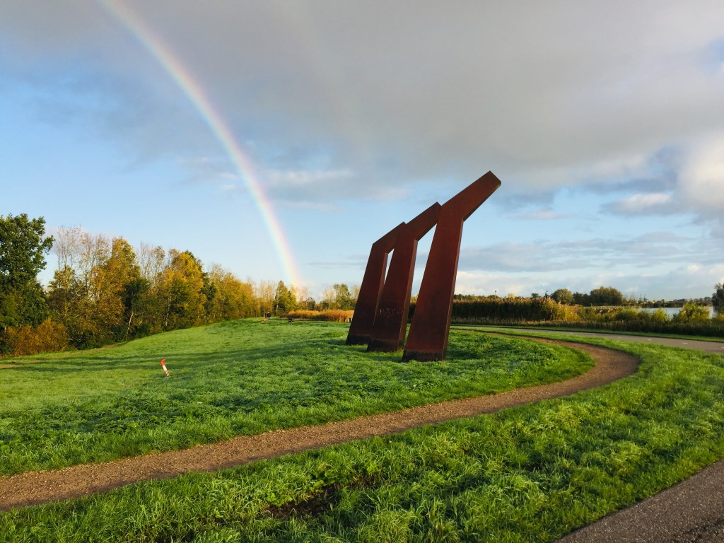 Deze regenboogfoto is gemaakt langs de Rottemeren bij het monument. (Foto: Ton Koorevaar,  Bleiswijk)  © hartvanlansingerland