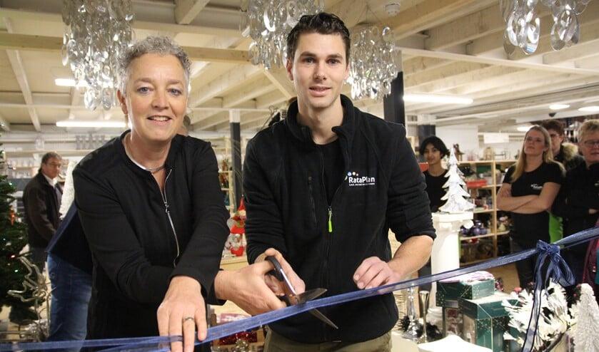 De officiële opening werd verricht door wethouder Ankie van Tatenhove en bedrijfsleider Jesse van Herk. (Foto: SO)