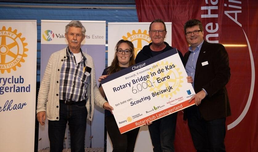 Met de donatie van 6000 euro kon Scouting Bleiswijk een nieuwe Lelievlet aanschaffen.