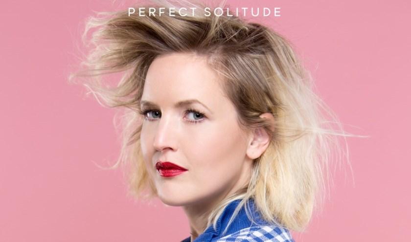 Singer-songwriter Leonie Meijer toert met een theatershow door Nederland.