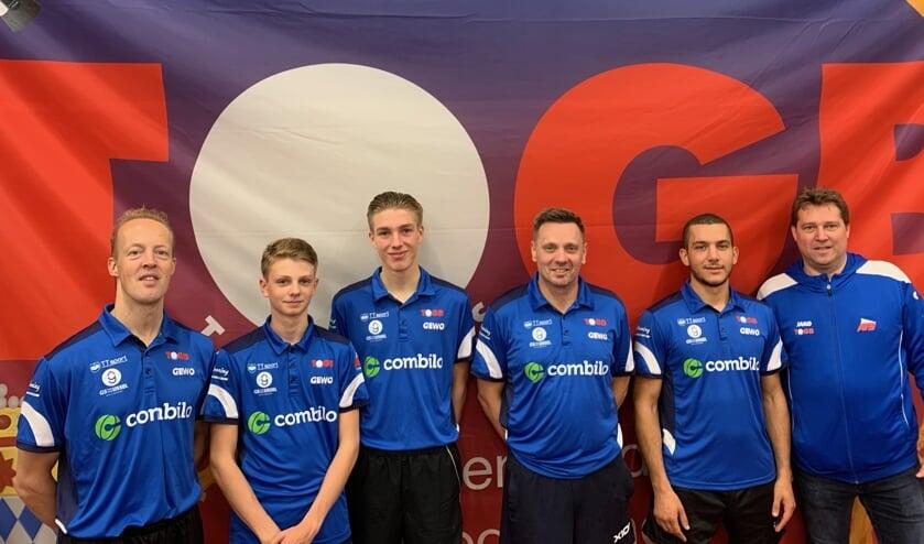 (v.l.n.r.): Ronald Vijverberg, Milo de Boer, Leroy Heemskerk, Michel de Boer (speler/coach), Adam Hmam en Leon Vijverberg (coach). (Foto: PR)