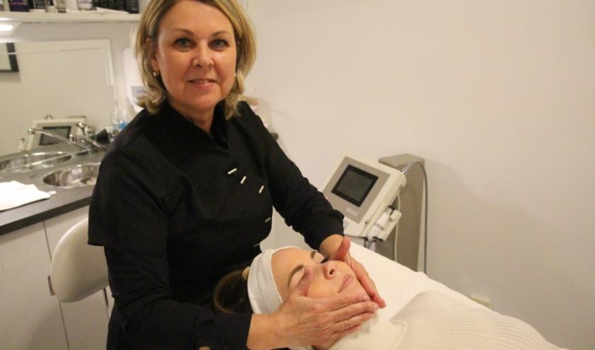 Sandra richt zich op de huid- en haarverzorging.
