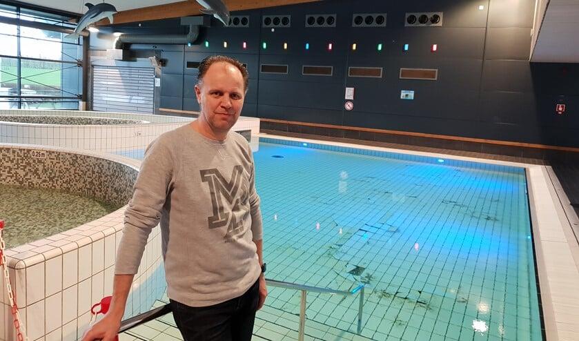 Zwembad De Windas.Opnieuw Tegels Los In Zwembad De Windas