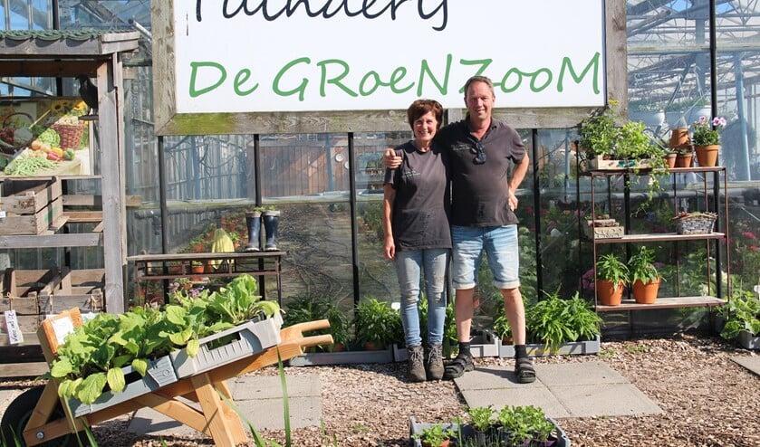 Hans en Marian van Velzen voor hun Tuinderij De Groenzoom.