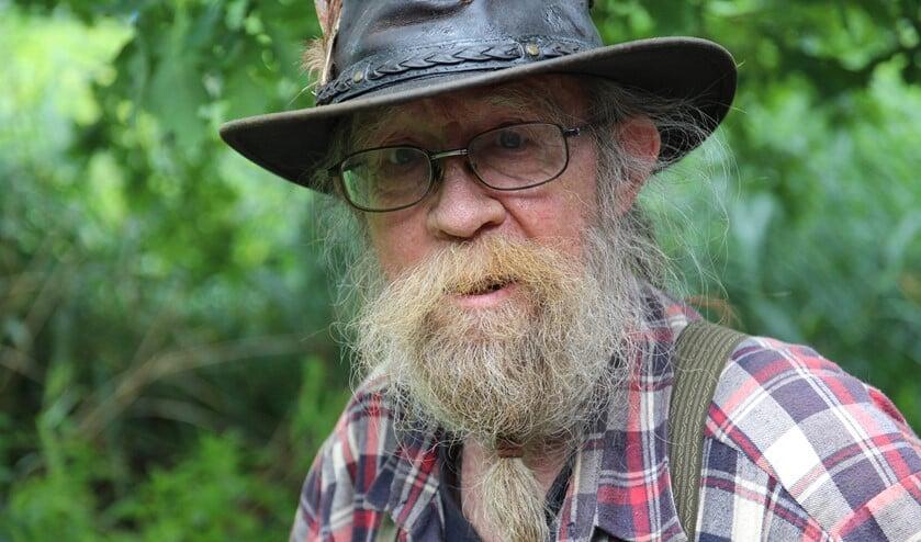 Een speciale commissie boog zich over de baard van Johan: de baard mocht blijven en Johan ook.
