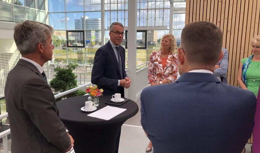 Secretaris-generaal Jan-Kees Goet van het Ministerie van Landbouw, Natuur en Voedselkwaliteit tijdens het werkbezoek. (Foto: Greenport West-Holland)