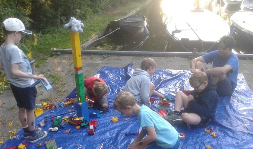 De 'vroege' bevers vermaakten zich met lego tot de rest wakker was.