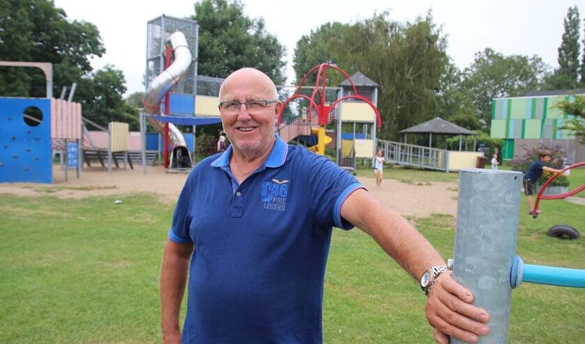 Peet Bloom heeft onder meer de grote glijbaan bij speeltuin De Kievit gefabriceerd.