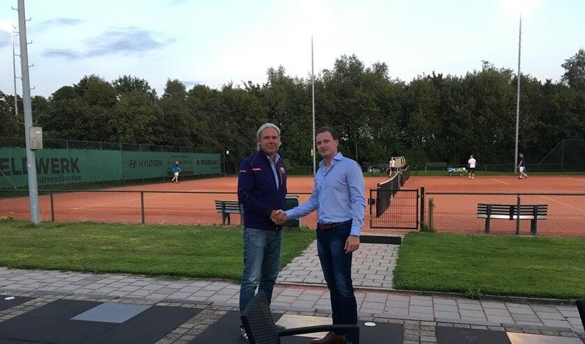 Dave Bergwerff met voorzitter Joost Oudshoorn van Triomf.