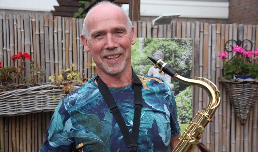 Voor zijn vijftigste verjaardag kreeg Bert van den Bulk een prachtig tenorsaxofoon.