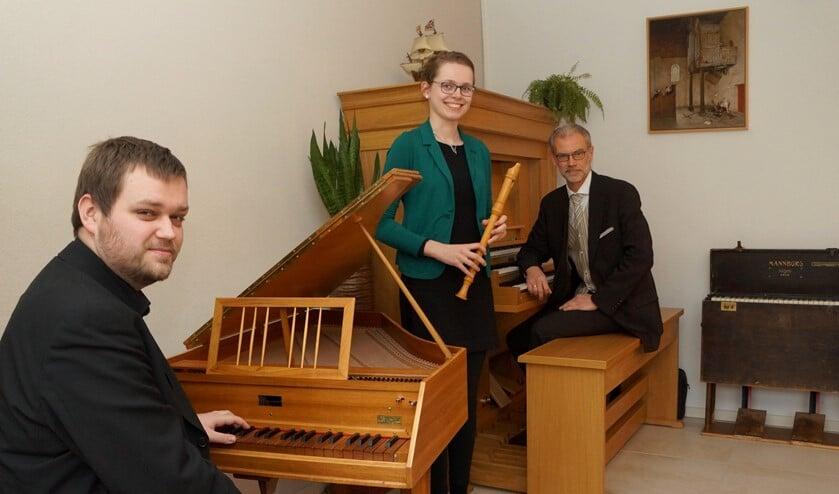 Vader en zoon Arjan en Matthijs Breukhoven, samen met schoondochter Nelline van Liere.