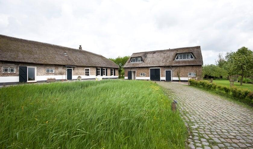 De bijzondere zuivelboerderij uit 1666 in de Ackerdijckse Plassen. (Foto: Natuurmonumenten)