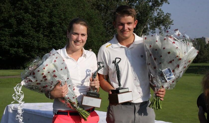Winnaars Michelle Wouters en Maik Spoor met hun welverdiende trofee.