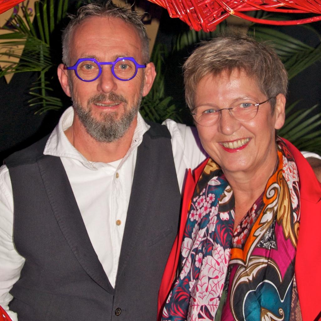 Ineke en John hebben elkaar 44 jaar geleden ontmoet bij de 14/15-jarigen in Pijnacker. Ze zijn nog steeds een hecht paar.  © hartvanlansingerland