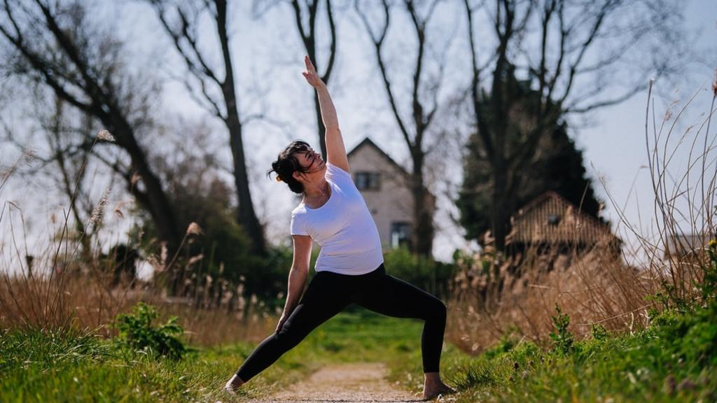 Yoga is een levenwijze geworden voor Frances. Door yoga blijft ze lichamelijk en geestelijk gezond en in evenwicht.  © hartvanlansingerland