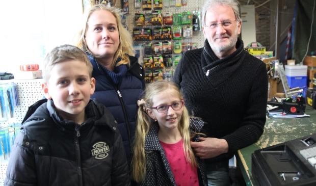 Kees met dochter Jacqueline en haar kinderen Rick en Elize.  Foto:  © hartvanlansingerland